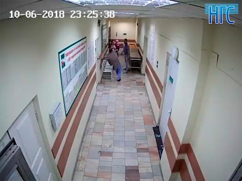 Новосибирского врача побили за просьбу сдать анализ мочи