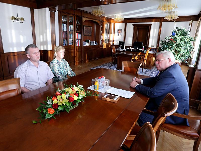 Томский губернатор Сергей Жвачкин еще вечером 7 июня выкроил время в своем графике и встретился с супругами Натальей и Алексеем Журовыми