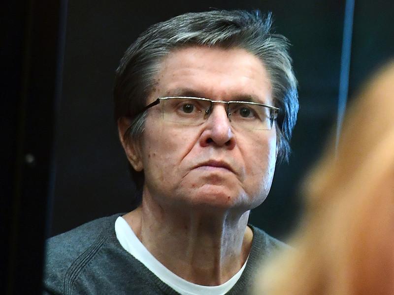 Бывший министр экономического развития РФ Алексей Улюкаев, отбывающий восьмилетний срок по приговору суда в связи с обвинением во взятке, выплатил назначенный ему штраф в 130 млн рублей и попросил снять арест с его имущества, наложенный в качестве обеспечительной меры