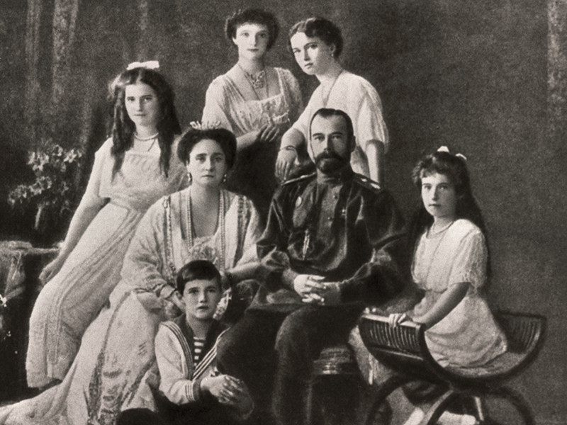 Следственный комитет, который ведет расследование обстоятельств гибели и захоронения императора Николая II и его семьи, пришли к выводу, что останки, найденные под Екатеринбургом в 1991 году, действительно принадлежат членам царской семьи