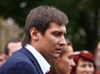 """Гудков: муниципальный депутат, избивший художницу, """"проговорился"""" о крышевании подпольной клиники в своем дворе"""