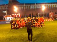 Российские и немецкие болельщики провели футбольный матч дружбы на Красной площади