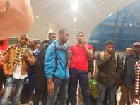 Около 150 обманутых нигерийцев, которым обещали блестящую карьеру в России, отправились домой спецрейсом