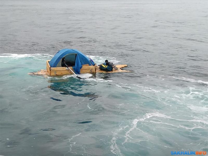 Сахалинец 3 июля попытался уплыть на самодельной лодке в Японию и хорошо подготовился к путешествию. Однако беглеца задержали сотрудники патрульной службы Государственной инспекции по маломерным судам