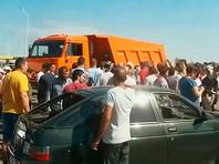 Жители Кубани, требуя выплаты компенсаций за град, перекрыли автотрассу (ВИДЕО)