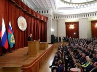 Президент Владимир Путин, выступая на совещании послов и постоянных представителей РФ, заявил, что видит серьезные риски обострения ситуации в Донбассе