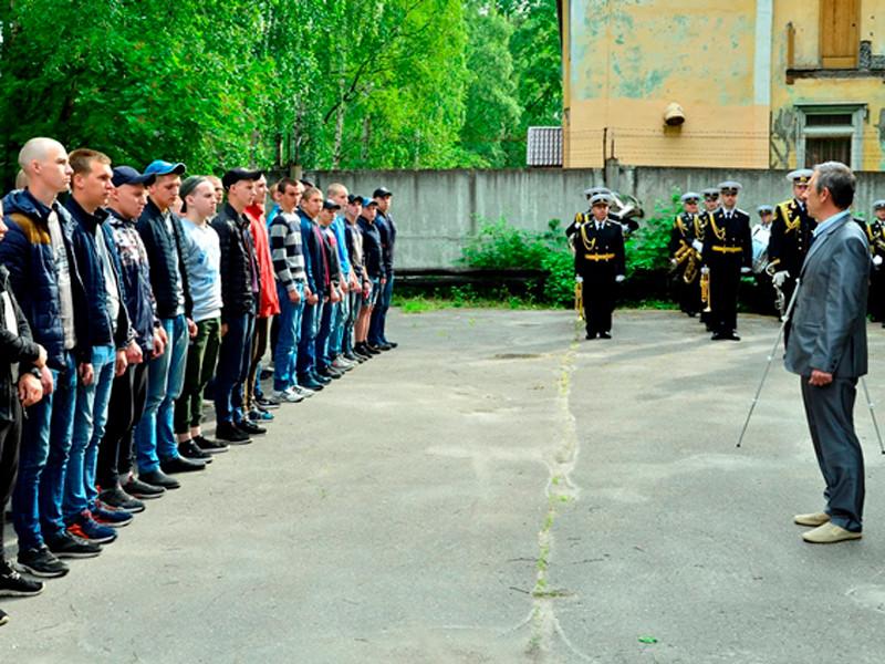 3 июля на сборный пункт военного комиссариата Архангельской области отправилась первая научно-производственная рота, сформированная для Севмаша