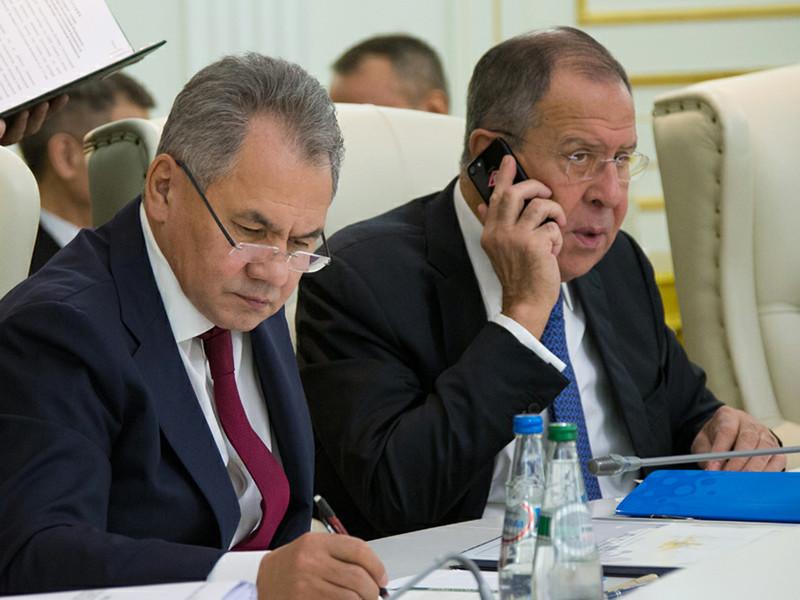 Рейтинги доверия самых популярных российских министров - Сергея Шойгу (Минобороны) и Сергея Лаврова (МИД) - резко снизились за последние полгода