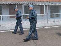 Также сотрудники дежурных смен ФСИН и отделов безопасности режима могут быть подвергнуты психо-диагностическому обследованию. В первую очередь руководство ведомства намерено проверять тех, кто работает в запираемых помещениях