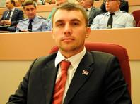 В Саратове стражи порядка увидели признаки экстремизма в речи 33-летнего депутата-коммуниста Николая Бондаренко, который в резкой форме раскритиковал решение федеральных властей увеличить возраст выхода граждан на пенсию