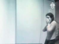 """СК РФ показал ВИДЕО из подъезда московского дома, в котором три сестры-""""рабыни"""" убили своего отца"""