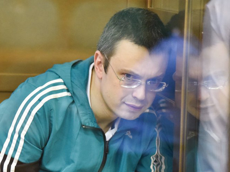 Мосгорсуд в четверг, 16 августа, приговорил бывшего первого заместителя начальника Главного следственного управления (ГСУ) Следственного комитета по Москве Дениса Никандрова, обвиняемого в получении взятки, к пяти с половиной годам колонии