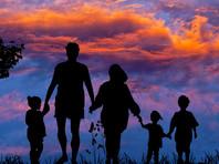 Минпросвещения подготовило законопроект, которым с 1 января 2020 года собирается ограничить максимальное число детей в семье усыновителя, включая родных и приемных, до трех