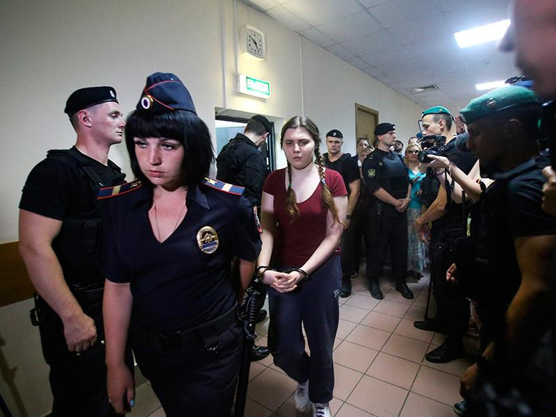 Следствие просит перевести Павликову и Дубовик под домашний арест