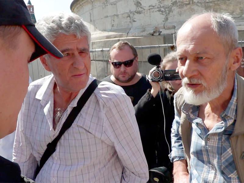В Москве на Красной площади задержаны правозащитник Сергей Шаров-Делоне( на фото - справа) и политик Леонид Гозман