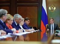 Объявившийся после двухнедельного отсутствия Медведев озаботился школьными туалетами