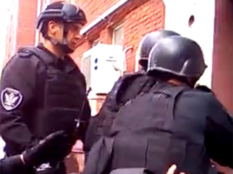 В Москве спецназ с дубинками устроил экзекуцию выселяемым жильцам общежития
