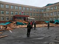 В Хабаровском крае ветер сорвал кровлю у школы N1 Советской Гавани, придавило 12-летнюю девочку