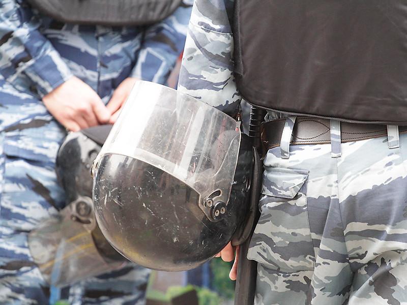 Митинг против пенсионной реформы прошел в Северной столице 16 сентября в Свердловском саду и ознаменовался неудавшимся задержанием женщины, которую в буквальном смысле отбила у омоновцев толпа единомышленников