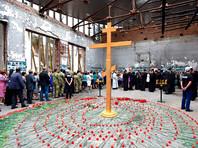 Беслан вспоминает жертв теракта в школе 2004 года. Москва начнет официально скорбеть только 3 сентября