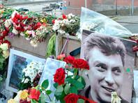 """Прокремлевские активисты устроили """"субботник"""" на мемориале Немцова, облив вещи дежурных фекалиями"""