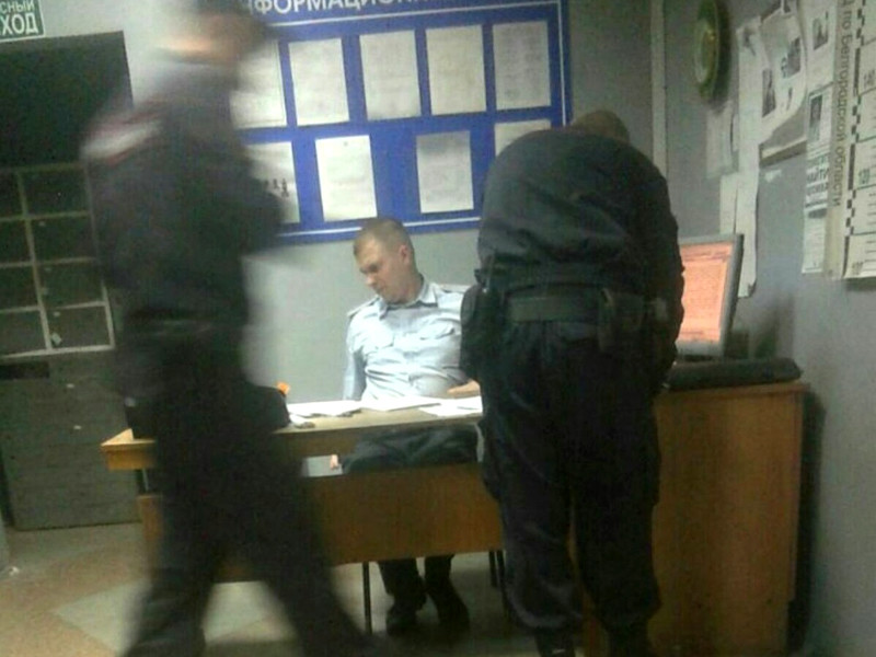 Координатора штаба Навального в Белгороде взяли ночью, а в Екатеринбурге заявителя акции против пенсионной реформы вынудили написать отказ