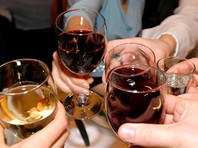 Парадоксальным образом увеличивается и число тех, кто считает алкогольные напитки безвредными