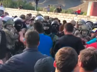 Конфликт в селе Кёнделене перерос в вооруженное противостояние в ключевых городах КБР, сообщают о десятках задержанных (ВИДЕО)