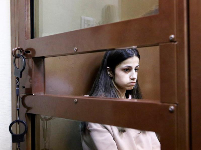Следствие просит отпустить из СИЗО сестер Хачатурян, обвиняемых в убийстве отца