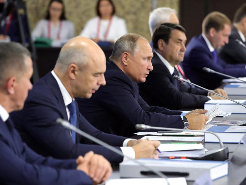 """Путину на экономическом форуме хотят рассказать о """"рекордах"""" путины-2018"""