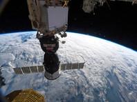 """Российские космонавты обследуют обшивку пристыкованного к МКС """"Союза"""" снаружи"""