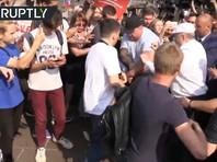 Московская полиция проводит проверку после потасовки с участием Жириновского на митинге против пенсионной реформы (ВИДЕО)