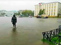 """Тайфун """"Джеби"""" добрался до Сахалина: перебои с питьевой водой, дома и дороги затоплены, автомобили заблокированы"""