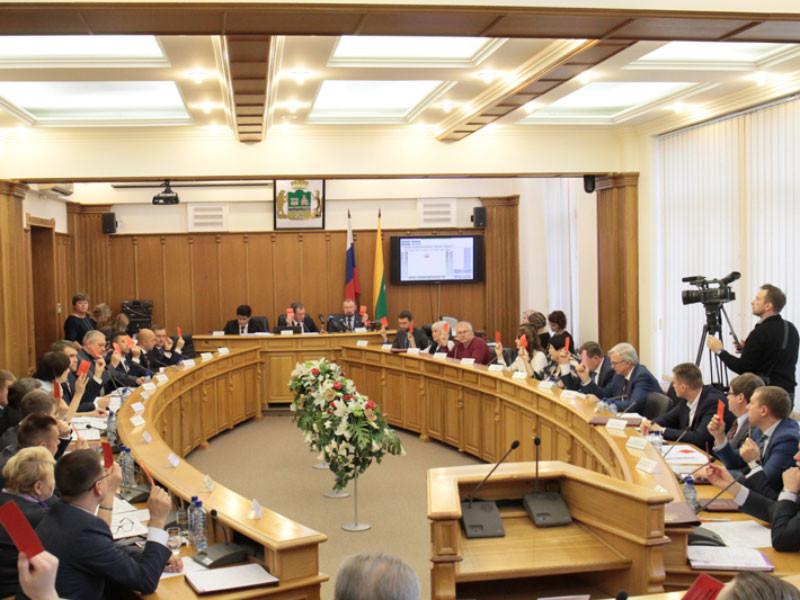 В Екатеринбурге депутаты нового созыва жалуются на нехватку средств на работу с избирателями