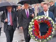 Активистов SERB обвинили в разгроме мемориала Немцова и краже венка от советника президента США Болтона