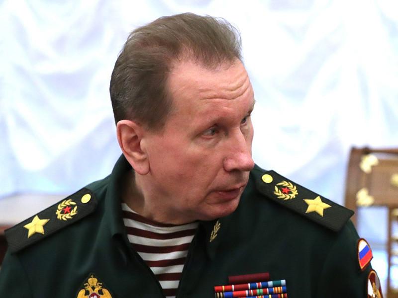 Глава Росгвардии Виктор Золотов лично приехал на встречу с мужчиной, который угрожал взорвать машину на Васильевском спуске в Москве, и убедил его сдаться полиции