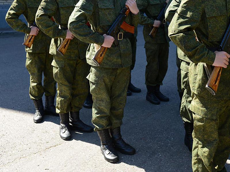 Российское правительство подготовило положительный отзыв на законопроект, предлагающий отменить отсрочку от призыва на обязательную военную службу для должников по алиментам. В кабмине поддержали данную законодательную инициативу при условии ее доработки Госдумой в первом чтении