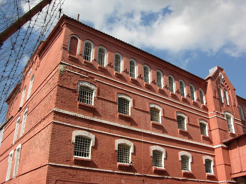 Уполномоченный по правам человека во Владимирской области Людмила Романова в пятницу, 12 октября, выехала в Тюрьму-2 Владимирского централа после сообщений о предположительном нанесении себе травм 20 заключенными