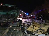 В Чувашии в результате столкновения микроавтобуса с грузовиком погибли 13 человек