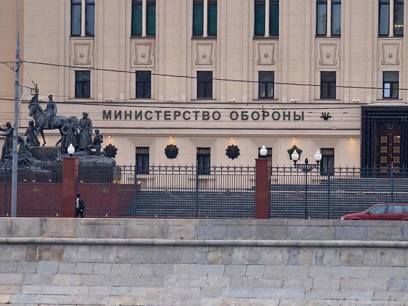 """Минобороны потратит почти полмиллиарда рублей на выслеживание в интернете нелояльных и """"аномально активных"""" сотрудников"""