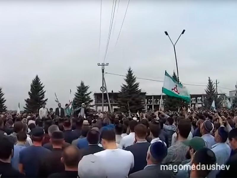 В республике Ингушетия продолжаются массовые протесты, связанные с подписанным ранее договором о границах с республикой Чечня