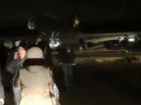 В Якутске самолет при приземлении выкатился за пределы ВПП и упал на брюхо из-за обломившихся стоек шасси (ВИДЕО)