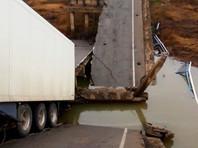 В Приморье под тяжестью фуры обрушился мост, погибли женщина и трехлетняя девочка (ВИДЕО)