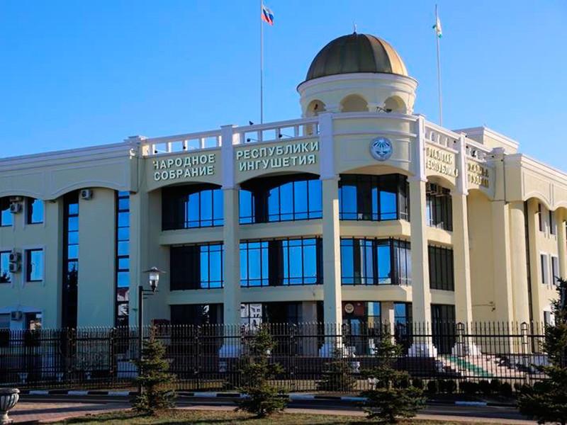 Двое ингушских депутатов отозвали подписи под жалобой на соглашение с Чечней. КС все равно рассмотрит обращение
