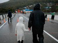 В общей сложности из-за обильных дождей подтоплены более 1800 домовладений, где проживает около 5 тысяч человек, повреждены автодороги и железнодорожные пути, разрушено несколько мостов и подходов к ним
