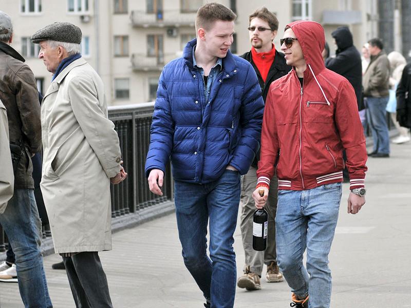 """ВЦИОМ: только 10% россиян оценивают свое положение в обществе как """"выше среднего"""""""