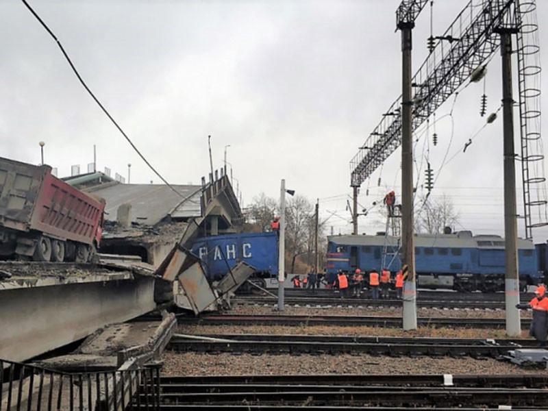 На месте обрушения моста на железную дорогу на Транссибе в Приамурье строят резервный путь