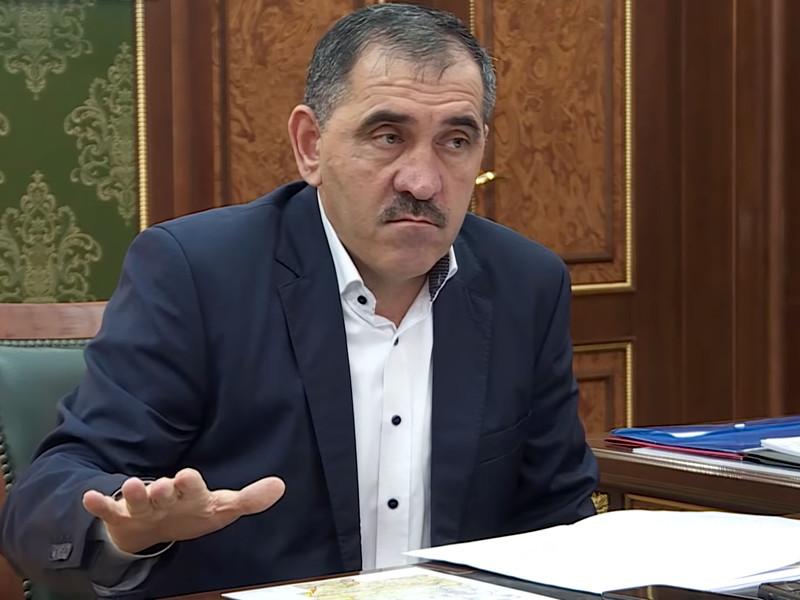 Глава Ингушетии Юнус-Бек Евкуров рассказал в интервью телеканалу РБК, что не готов использовать жесткие методы для разгона протестных мероприятий против нынешнего варианта границы с Чеченской Республикой, которые проходят в республике с 8 по 15 октября