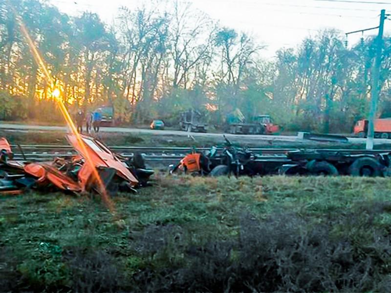 В Краснодарском крае поезд протаранил грузовик, 14 человек пострадали, четверо в больнице