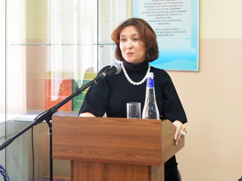 Федеральная судья Елена Хахалева, ставшая известной после дорогостоящей свадьбы ее дочери, покинула должность председателя